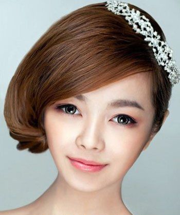 女生短发后面发型_2015女生最新沙宣发型'前面短发后面盘发'的沙宣发型(3)_发型师姐