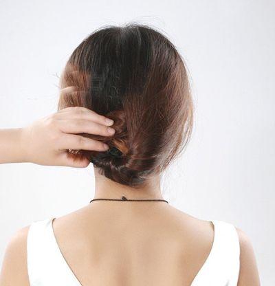 盘头发简单好看的步骤 半长不短马尾盘发造型设计(2)图片