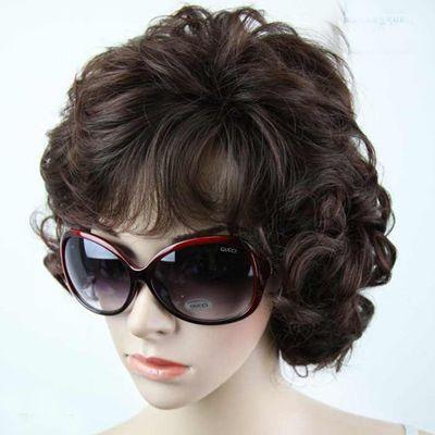 >> 中年妇女烫发的发型 中年人最新的流行烫发发型图片  很多中年女性图片