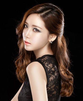 女生上短下长发型烫蓬松怎么样 女生烫发发型图片及名称(4)