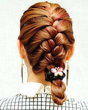 怎样编适合中长发中年妇女的辫子 中年妇女编头发图解
