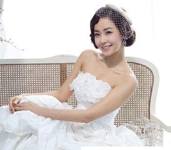 结婚短发盘发发型 圆脸适合的新娘盘发图片