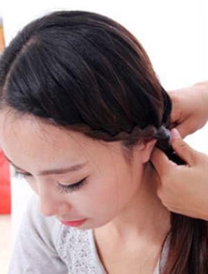 圆脸少女直发最简单发型扎法 适合圆脸型女生夏天扎的图片