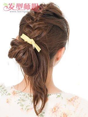 卷发怎样盘头发简单好看 最简单的自来卷长发盘头方法