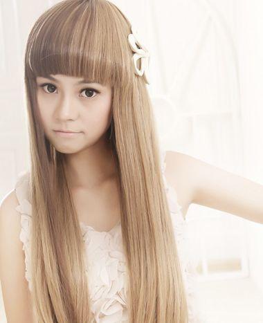 沙宣内扣齐刘海长直发很是灵动服帖,没有一丝的凌乱感,质感十足的渐变图片