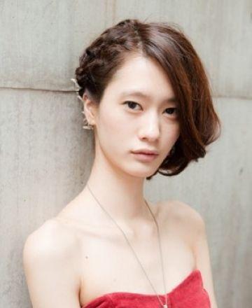 发型脸型 大脸 >> 怎么扎头发显得脸小 脸大的女生扎什么头发好看(4)图片