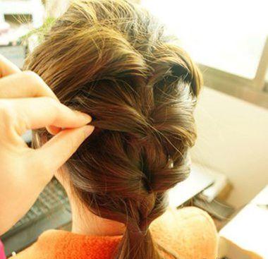 适合中学生的发型扎法 学生长头发发型扎法图解(2)图片