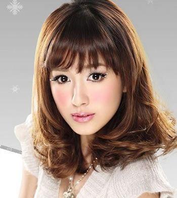 齐刘海中长梨花头发型-瘦长脸女生适合怎样的梨花烫 适合长脸的梨花