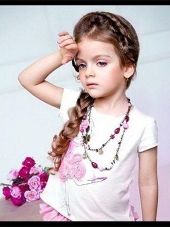 小女孩的发型怎么扎好看呢