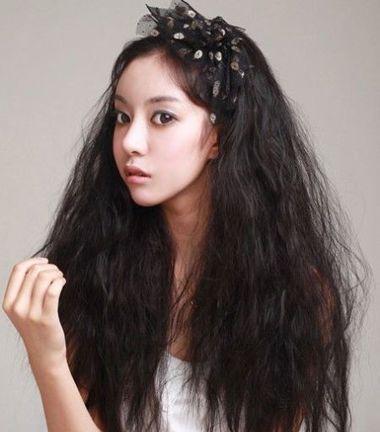 黑色沙宣中长烫发型图片 女生最新沙宣烫发发型