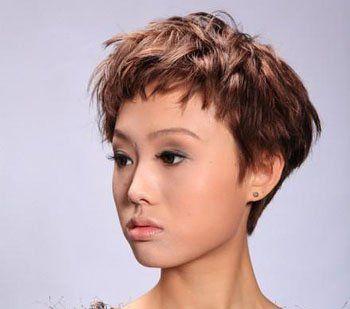 将柔顺的发丝烫出饱满的 纹理烫弧度更添了饱满的立体感, 短发 刘海更图片