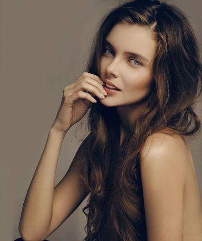 头发稀少烫什么卷发好看 头发少适合的烫卷发图片图片