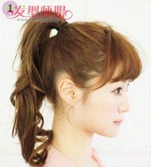试试看打理这款盘头发学生头型吧,简单 丸子头造型,通过巧妙的扎发
