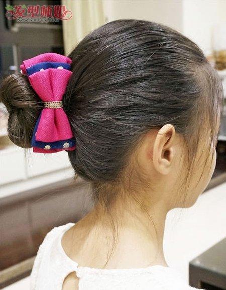 小孩子的头发如果长的话,梳生活 盘发还是蛮简单的.图片
