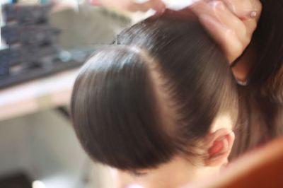发型设计 学生发型 >> 如何扎头发简单好看又适合小学生 教小学生扎图片