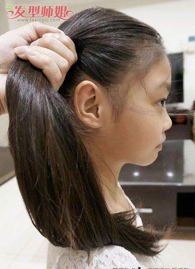 儿童没有刘海扎头发步骤 小孩中长发马尾简单扎法(2)图片