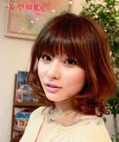空气感齐刘海内扣梨花头发型-齐刘海内卷卷发发型图片 齐刘海卷发发型图片