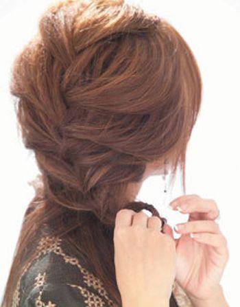 发型设计 中年发型 >> 55岁女人适合盘的发型讲解 蓬松盘发发型图解图片