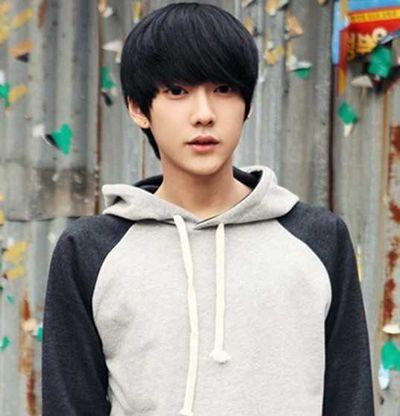 中学生男生刘海发型 学生发型图片