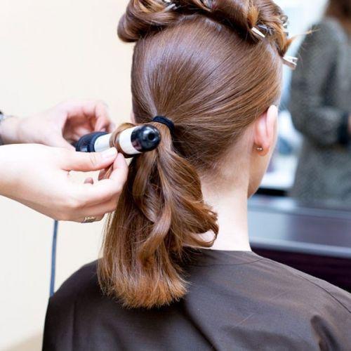 水晶发饰盘头发简单好看的步骤 2 发型师姐