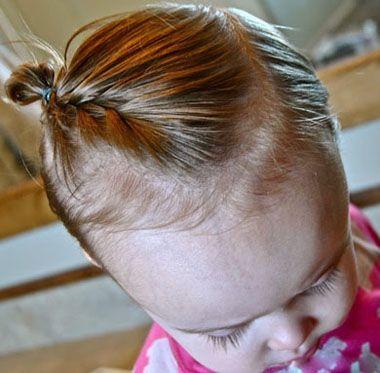 编蝎子辫的头发从脑后固定成小丸子头发髻,后侧头发更要梳的简单一些.图片