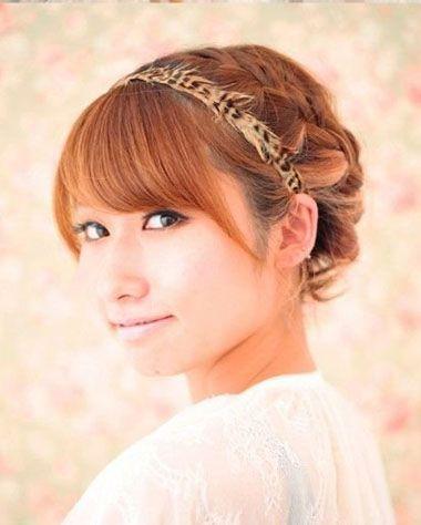 就能有新娘子的修颜精致和优雅气质的哟~圆脸短发斜 刘海编盘发发型图片