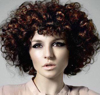 满头小卷波波头发型-2016流行的发型设计 头发小卷怎么打理 发型师姐