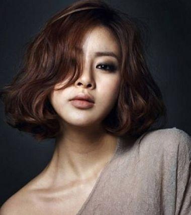 中年妇女沙宣短发烫发发型图片 最新中年女式发型短发图片