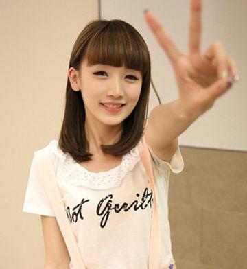 什么发型好看女生齐刘海直头发 齐刘海发型直发图片(3图片