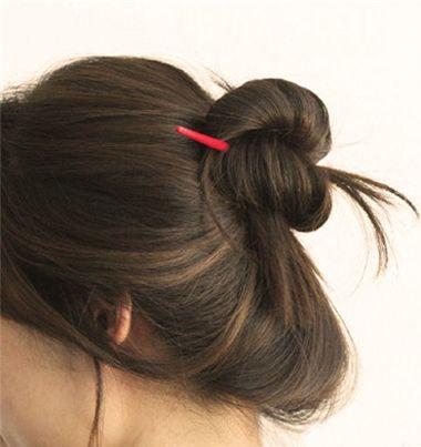 盘发技术哦~用一根笔十秒钟盘头发图解,轻松搞定蓬松盘发发型哦~ 中图片