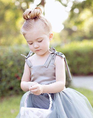 儿童发型 >> 跳舞时怎么给短发小女孩盘头