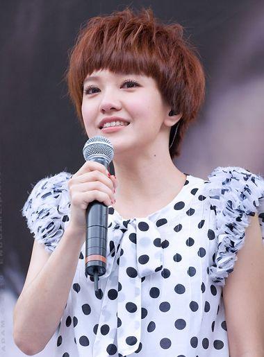 女生烫头发玉米须步骤 短发的玉米烫发图片(2)图片