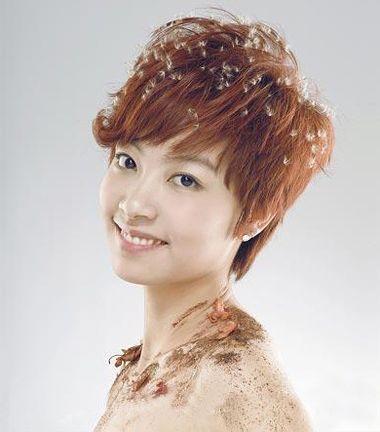 女生烫头发玉米须步骤 短发的玉米烫发图片(3)图片