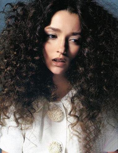 中分蓬松长发螺丝烫发型-长发烫发小螺丝发型 螺丝烫发发型图片 发型