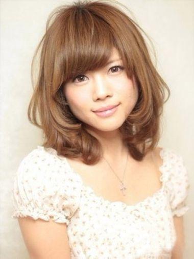 梨花头发型   圆脸型的妹纸,最爱的发型当然是梨花头发型,中长