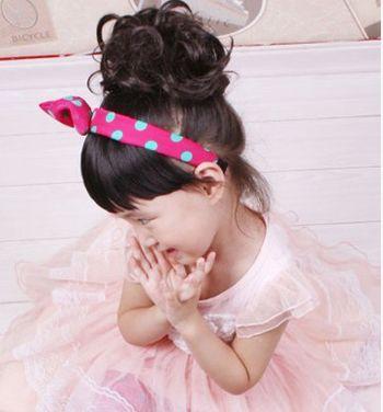 发型设计 儿童发型 >> 哪有小女孩头发的扎发与盘发 小女孩怎样盘头发图片