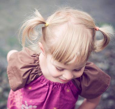 时尚可爱的小女童短发发型怎么扎