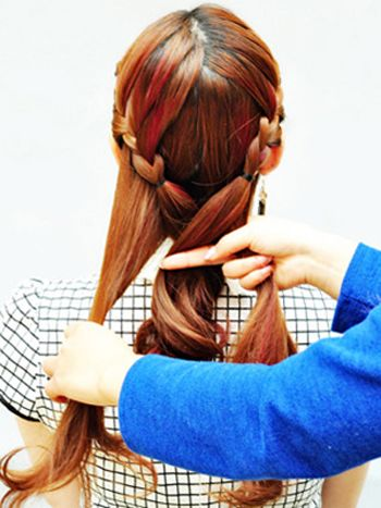 发型设计 中年发型 >> 中年人盘头发型步骤 中年妇女盘发型教程(2)