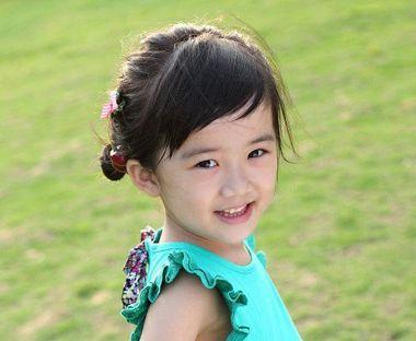 小学生简单的齐刘海短头发怎么扎好看 学生短发发型齐图片