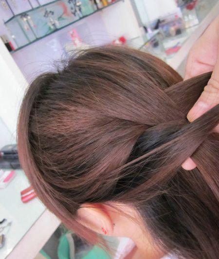 古典长发蝎子辫的编发有几种