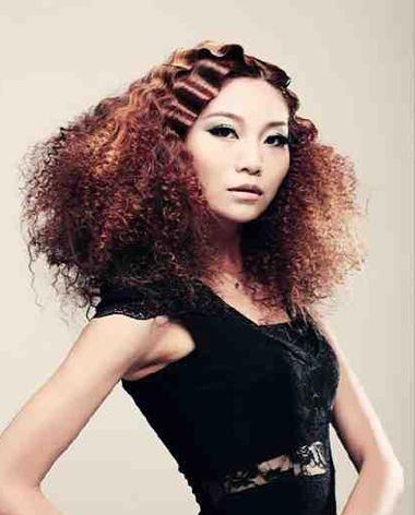 中分复古小卷烫发发型-从发根开始烫发图片 女生烫发根的效果图 发型