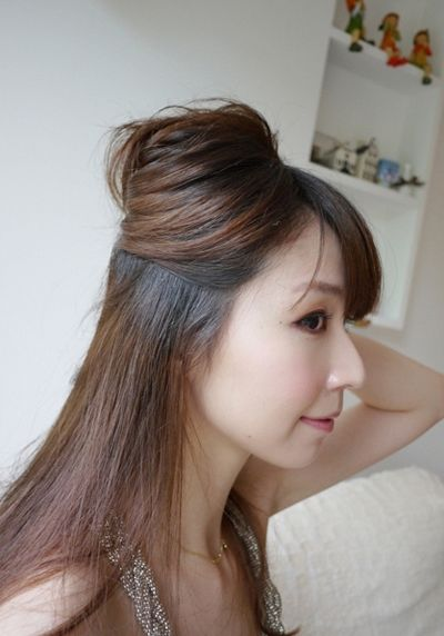 适合黑色衣服圆脸型的中发成熟发型扎法 圆脸适合的宴会盘发图解图片