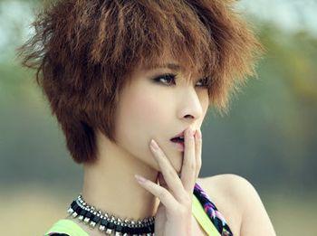 女生沙宣短发锡纸烫发型图片
