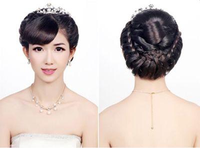 新娘盘发如何打理头发 新娘中长发盘头发造型图解(6)图片