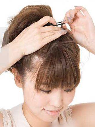 怎样选择适合自己的扎起来的发型 中长发齐刘海发型扎图片