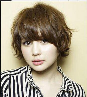 几款圆脸中年女性适合的短发烫发