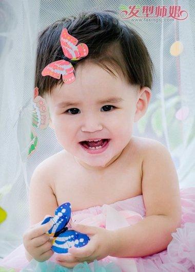 扎辫子发型,专门针对小孩子的扎发发型,轻松一个小辫子,让萌娃的形象