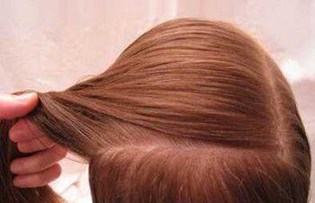 你家的宝贝女儿要是有一头悠长的头发,那就来学学这款唯美的小女孩
