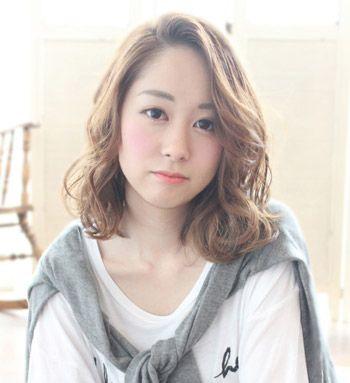 圆脸女生烫什么头发好看 圆脸头发长到肩适合的烫发发型(2)图片