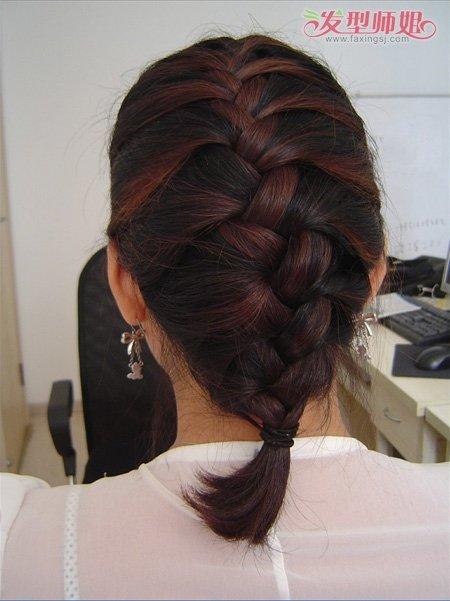 只是编蜈蚣辫的步骤,越简单也越发的时尚
